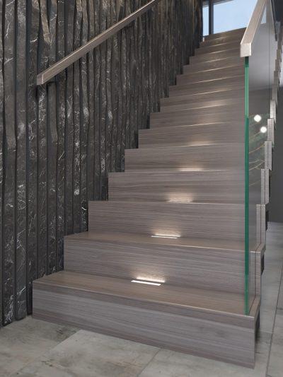Modern trapp med lukkede trinn. Xtrapp